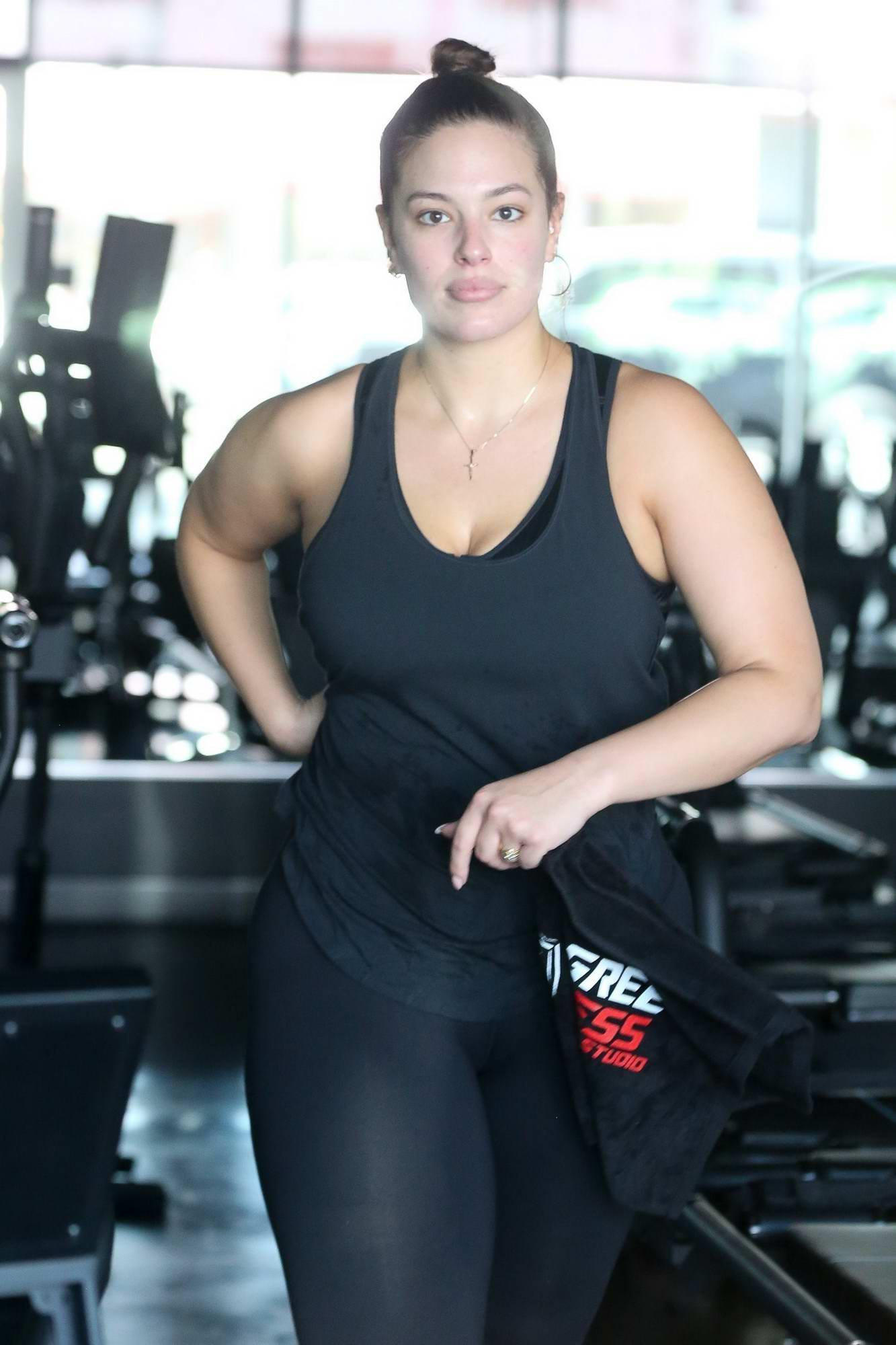 89bec1f9c3198 ashley graham working out in a gym with her husband-240517_23