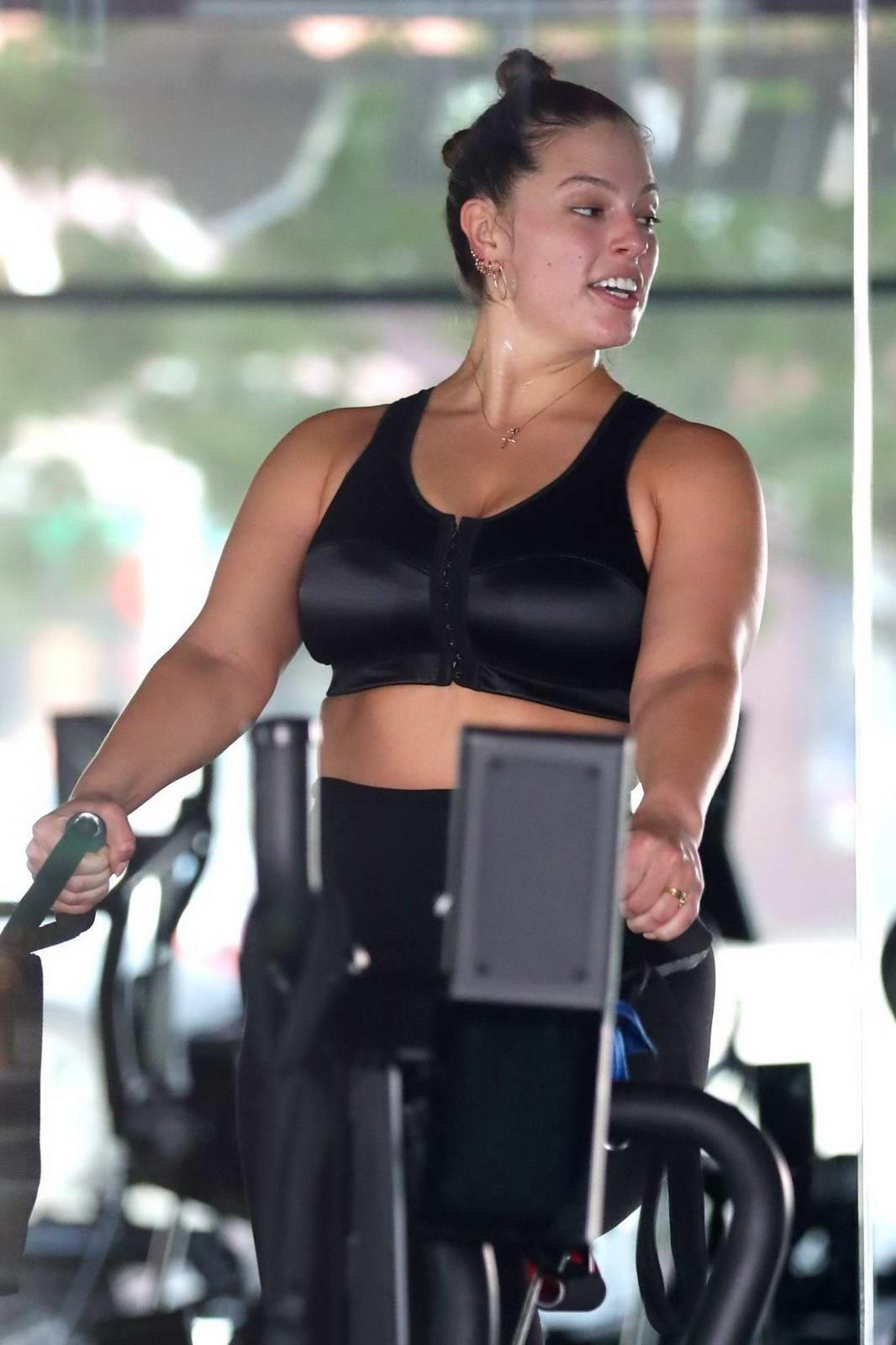 8f894a3707f2b ashley graham working out in a gym with her husband-240517_4