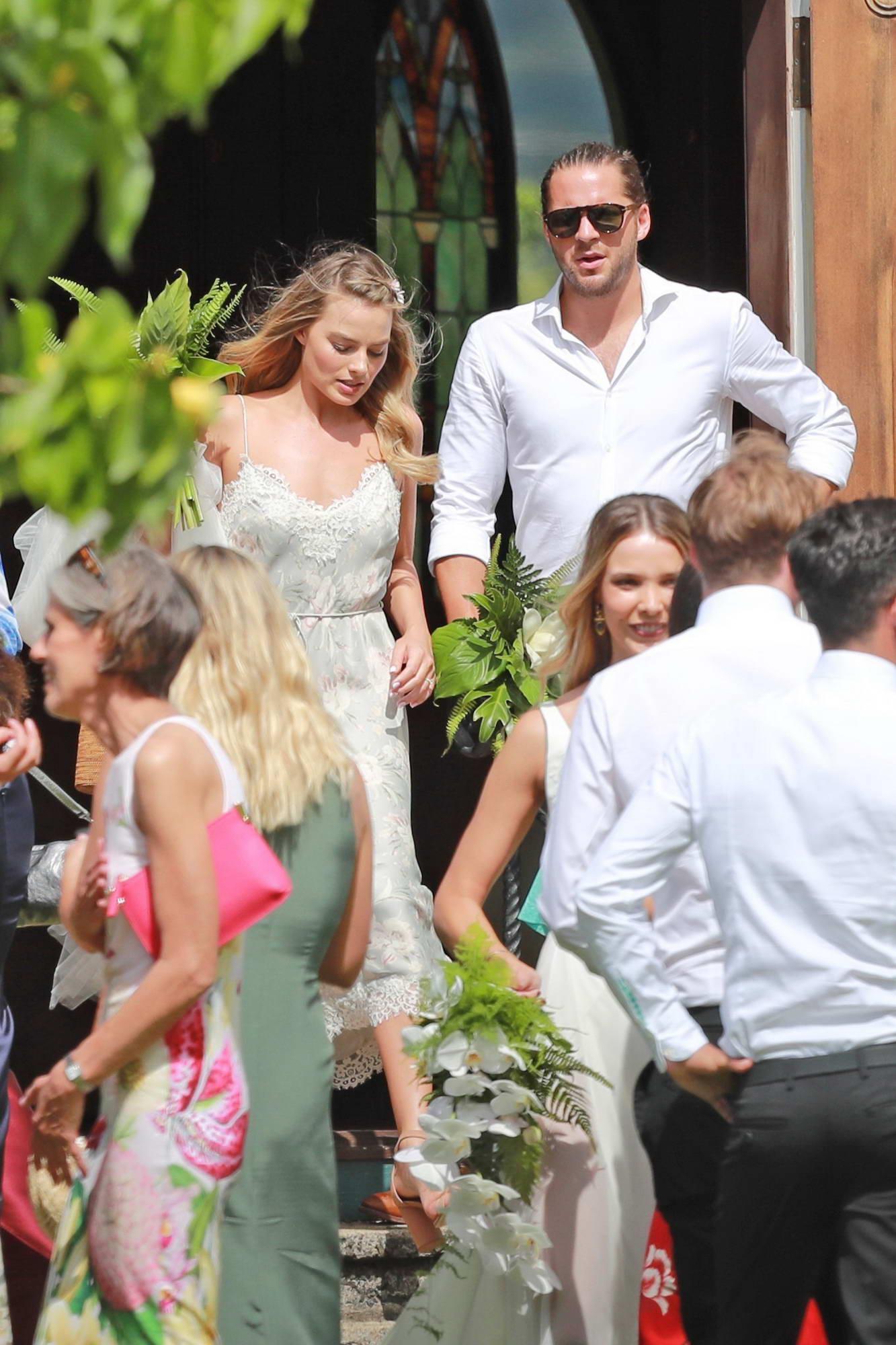 Margot Robbie Wedding.Margot Robbie At Her Friends Wedding In Kaui Hawaii 100517 6