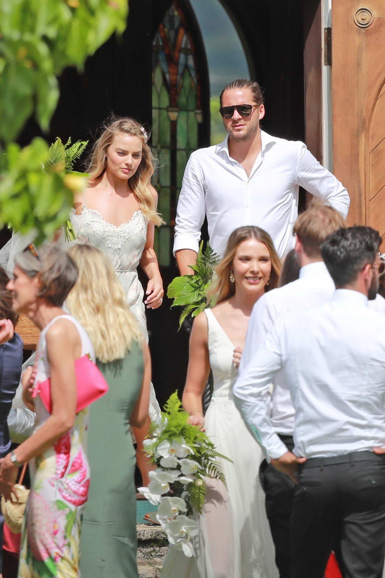Margot Robbie Wedding.Margot Robbie At Her Friends Wedding In Kaui Hawaii 100517 9