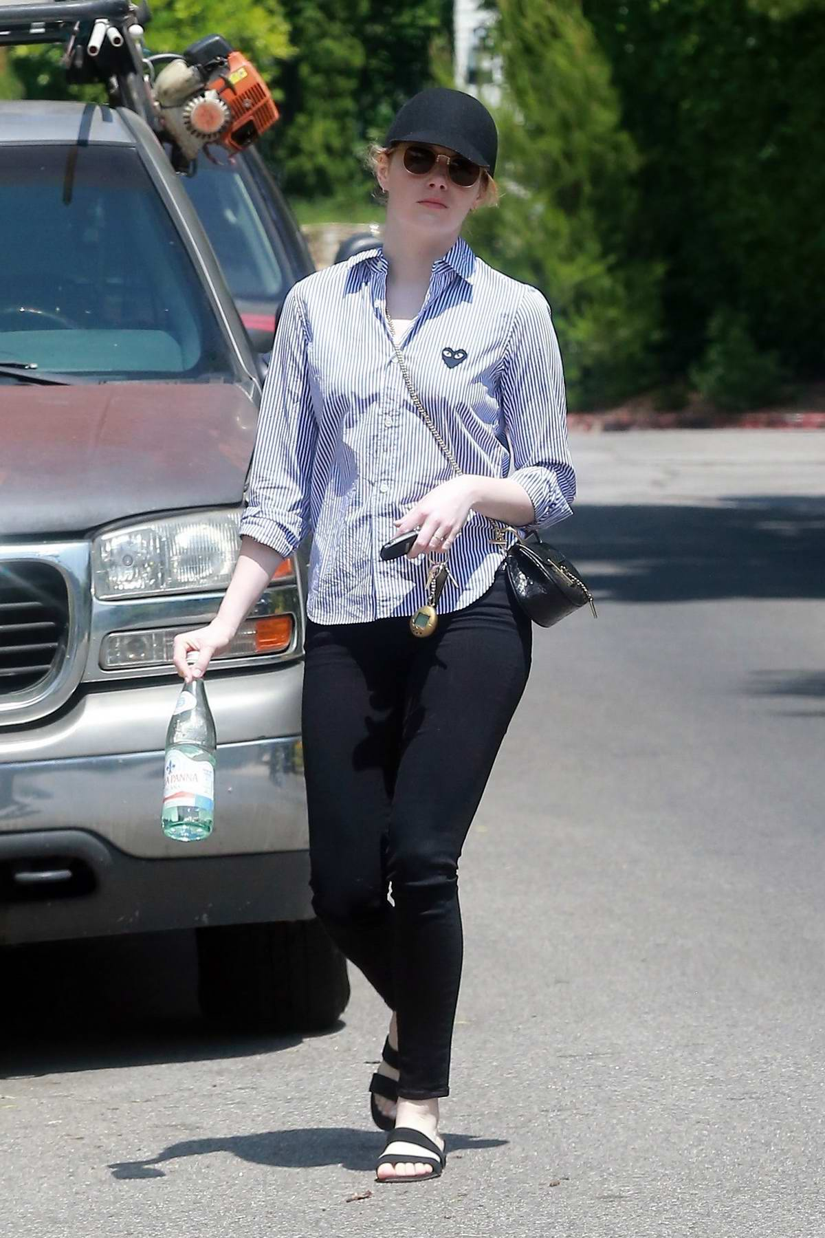 Pleasant Emma Stone Leaving A Friends House In Los Angeles Beutiful Home Inspiration Ommitmahrainfo