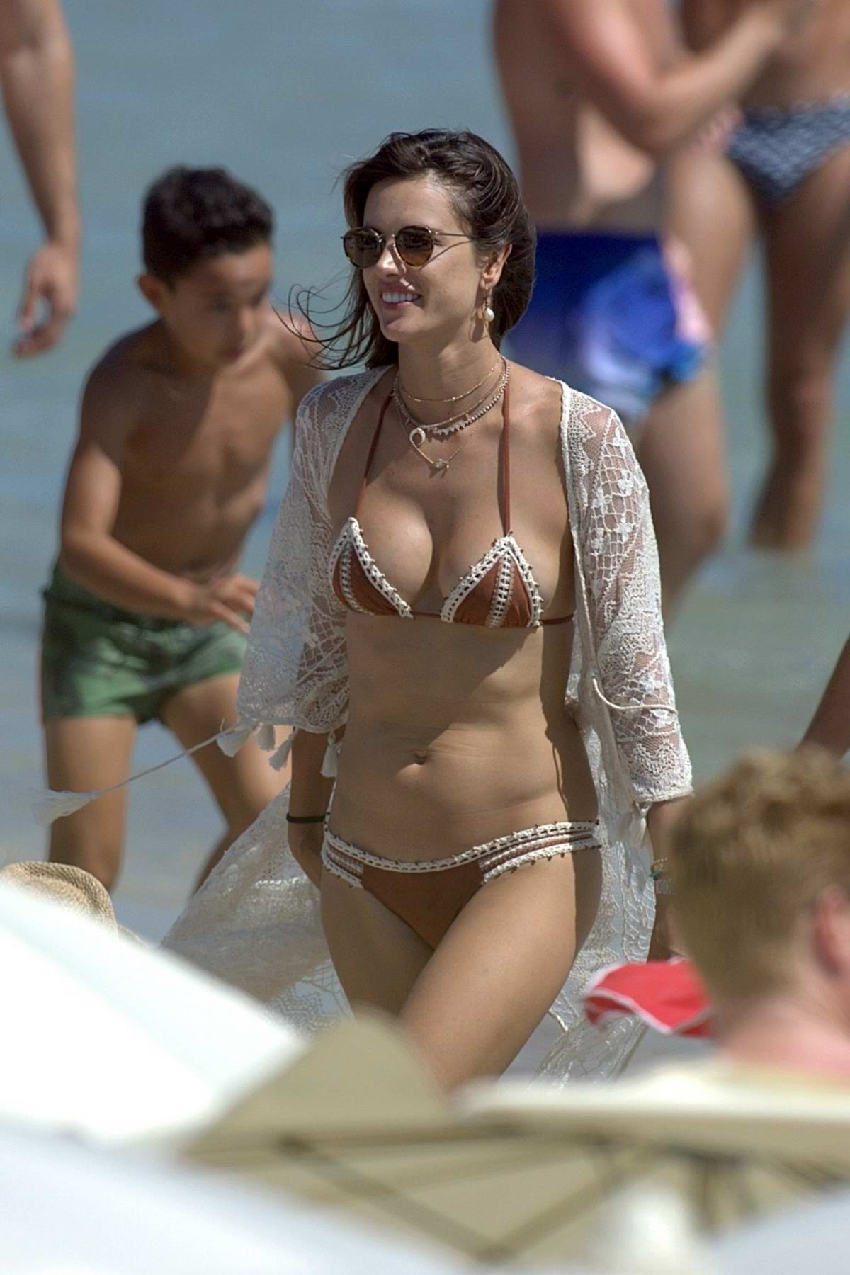 Bikini Alessandra Ambrosio naked (37 foto and video), Sexy, Fappening, Feet, lingerie 2006