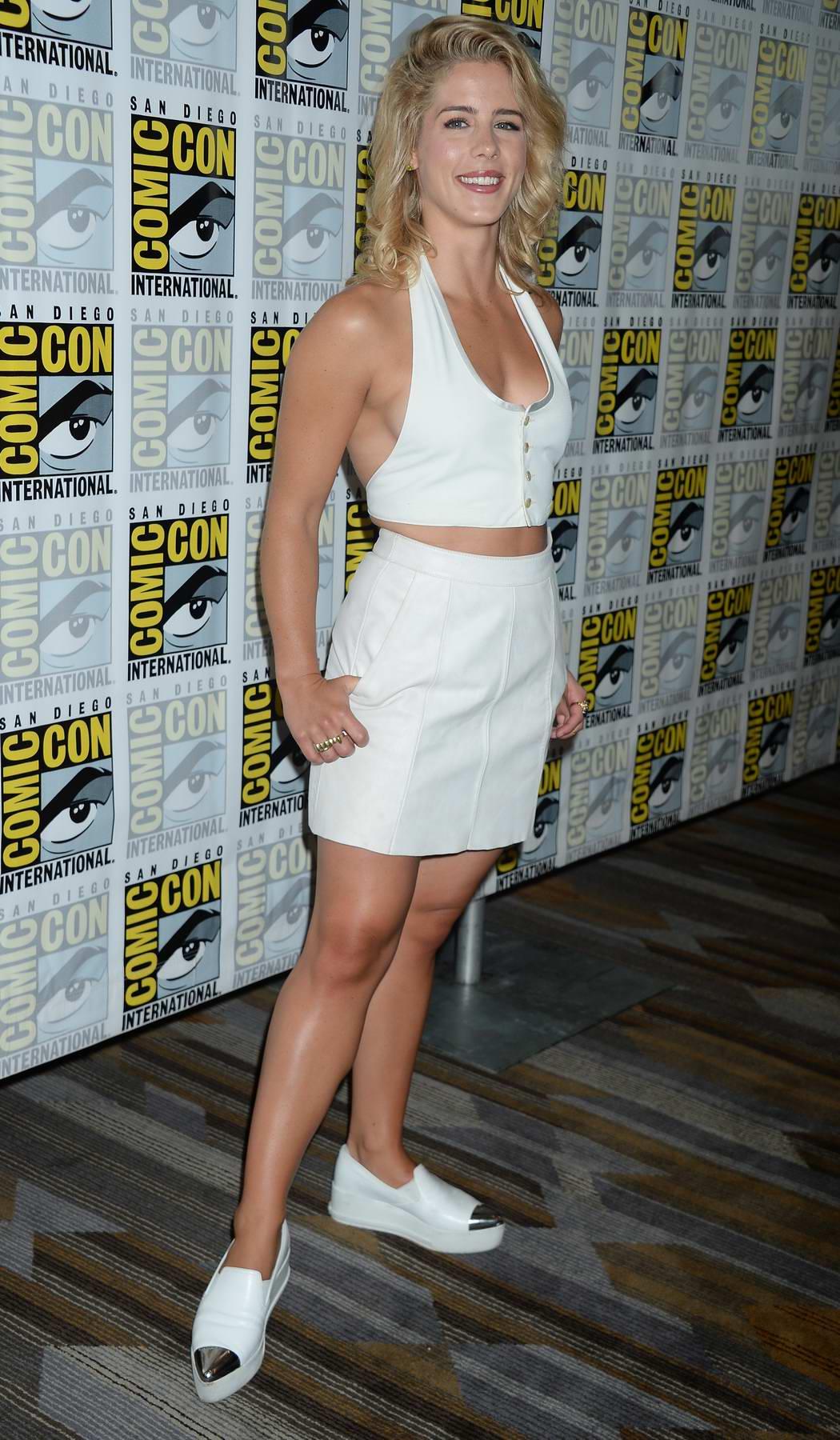 Emily Bett Rickards: Arrow Press Line at Comic Con 2016