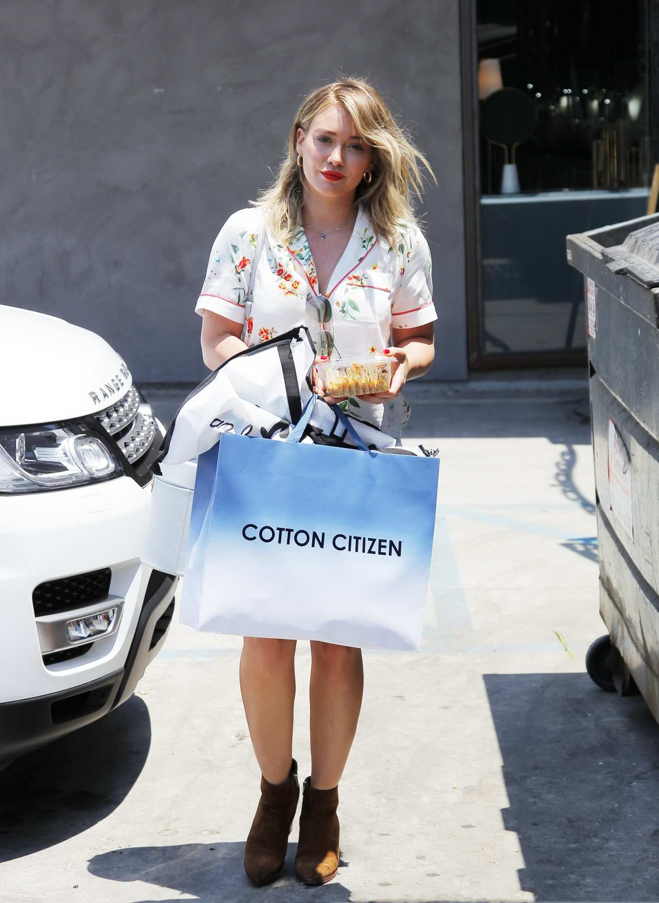Hilary Duff spotted out Shopping in Beverly Hills