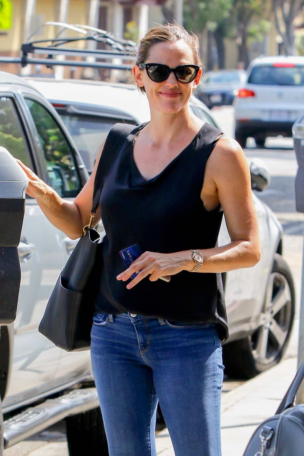 Jennifer Garner out for Shopping in Brentwood, Los Angeles