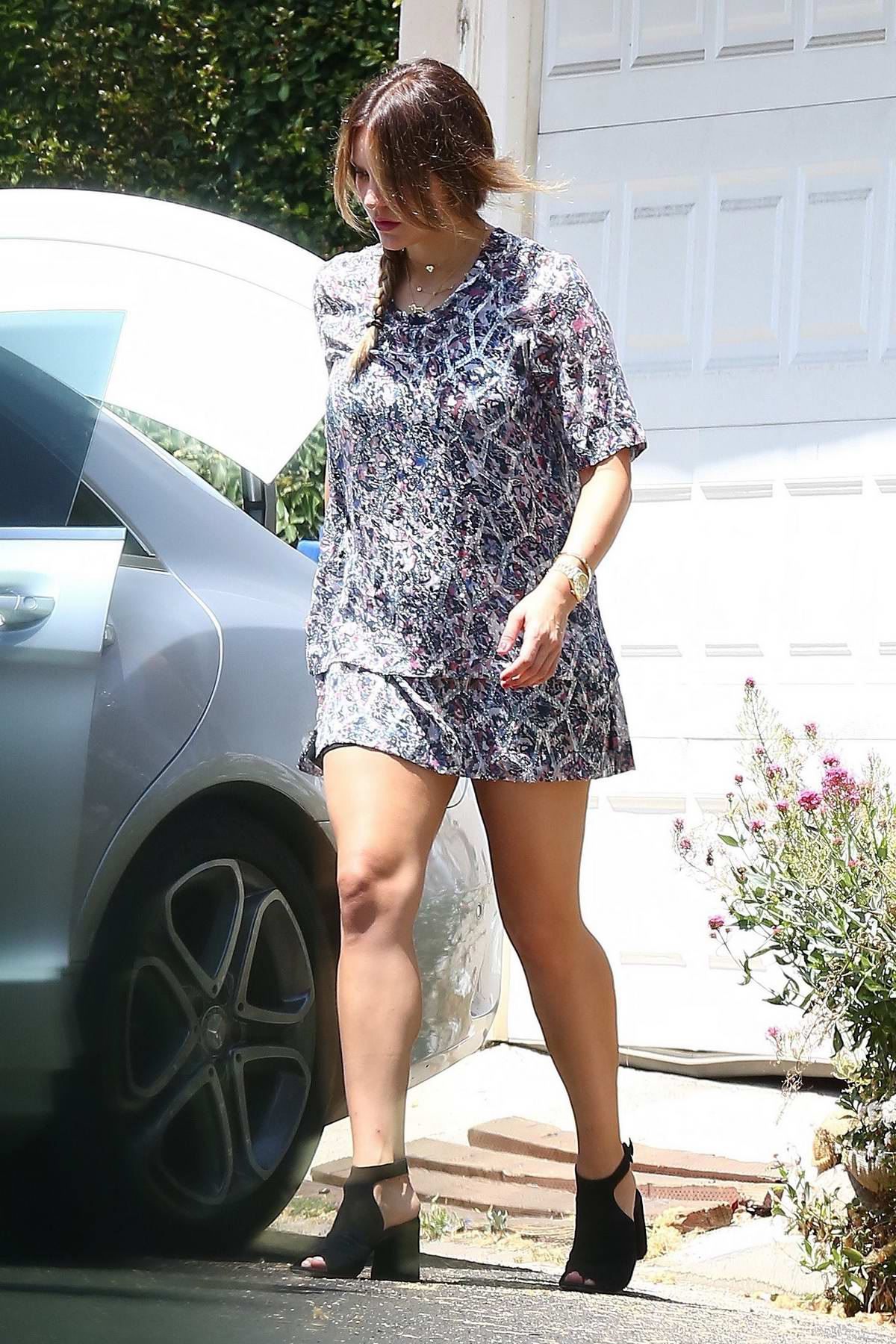 Katharine McPhee packs up her Car for a Trip in Los Angeles