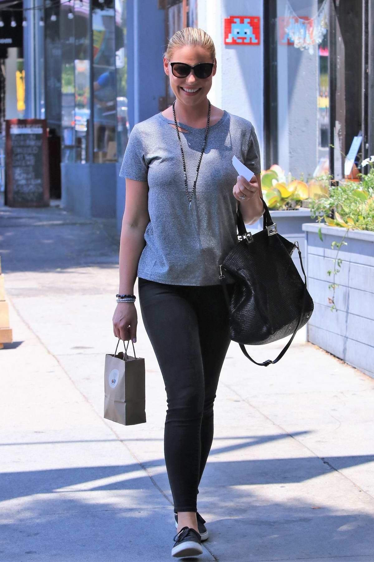 Katherine Heigl grabs Lunch with her Mother in Los Feliz, Los Angeles