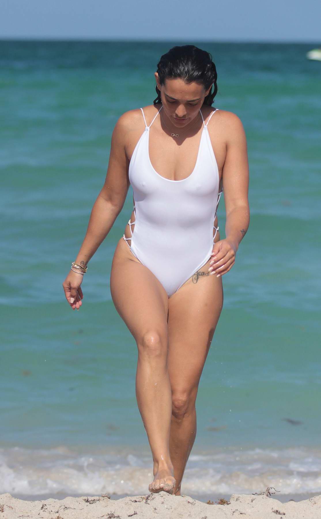 Natalie Martinez Nude Photos 44