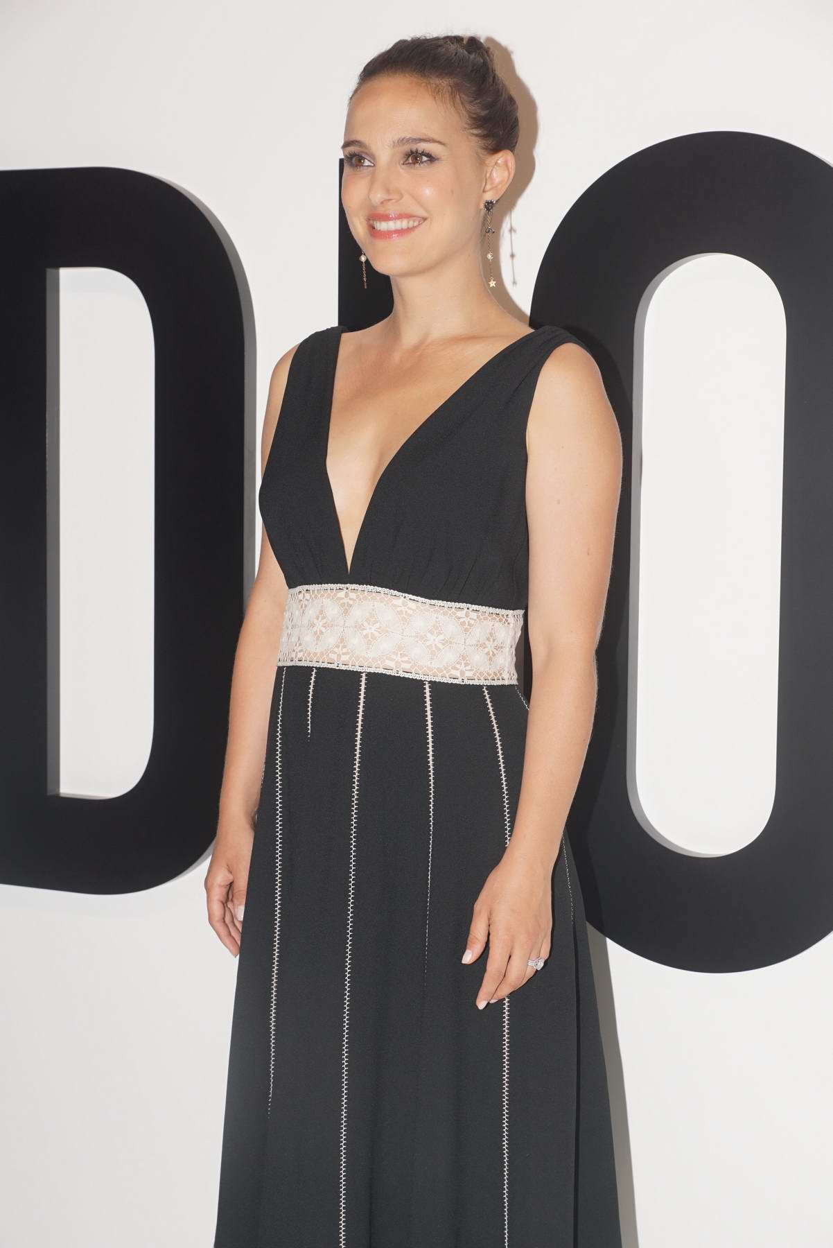 Natalie Portman attends a promotional Event of Miss Dior Blooming Bouquet in Shanghai, China