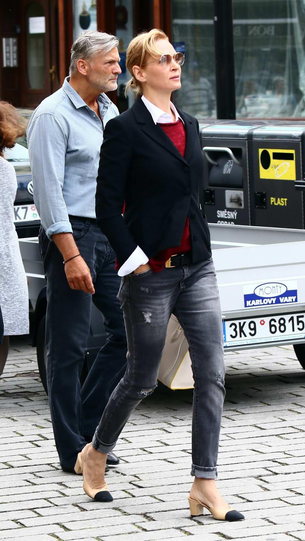Uma Thurman out for Shopping in Carlsbad, Czech Republic