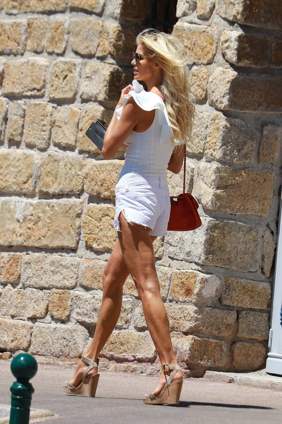 victoria-silvstedt-in-white-swimsuit-enjoying-a-sunny-day-in-saint-tropez-020717_2.jpg
