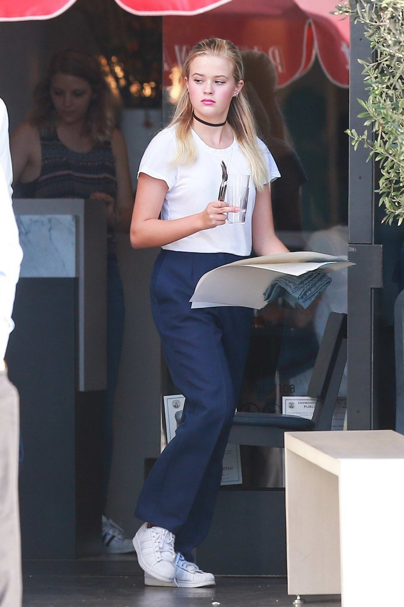 Ava Phillippe Is Spotted Working As A Hostess At Pizzana