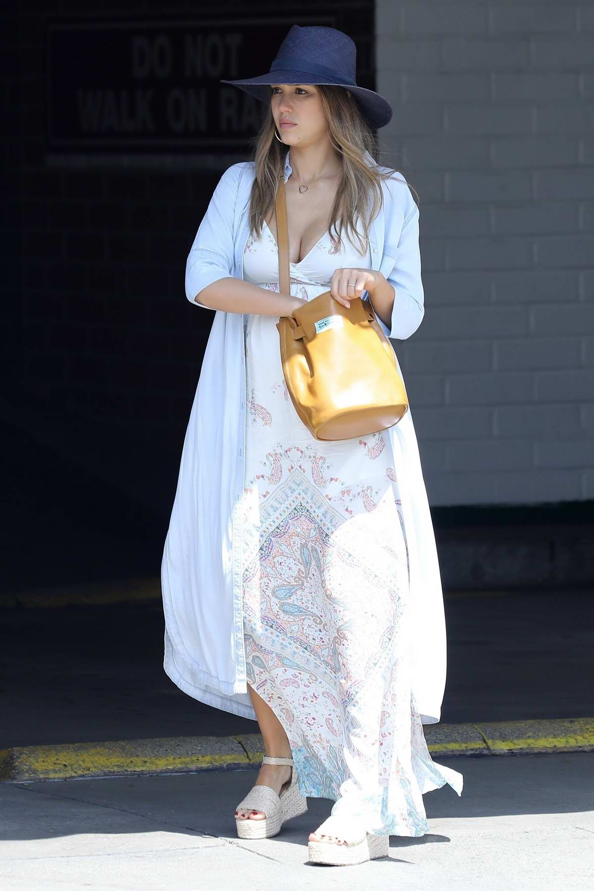 Jessica Alba goes flower shopping in Los Angeles