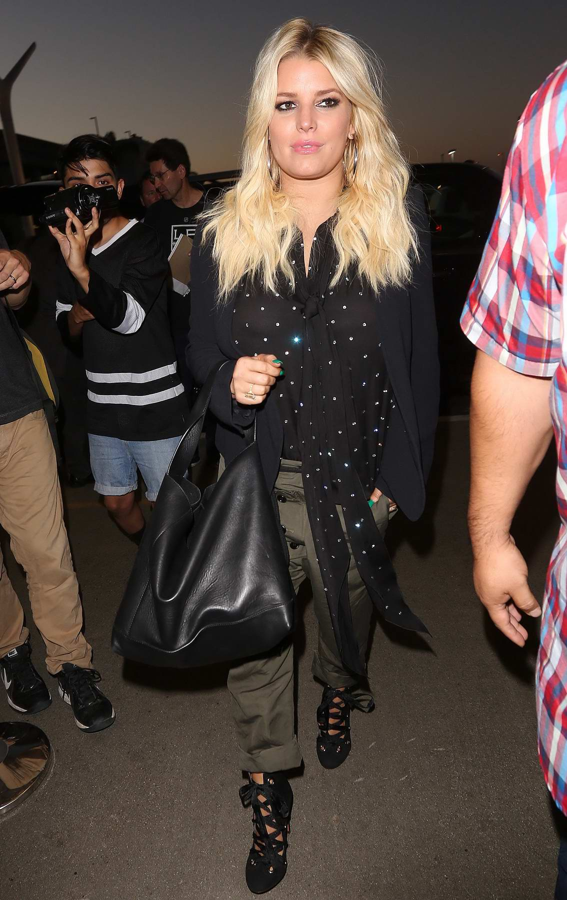 Jessica Simpson arrives at the Los Angeles International Airport
