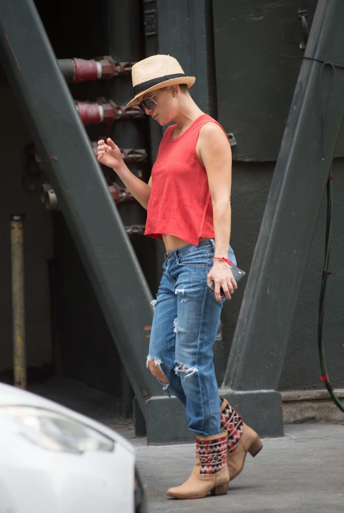 Kate Hudson is spotted on set of her latest film 'Sister' in Los Angeles