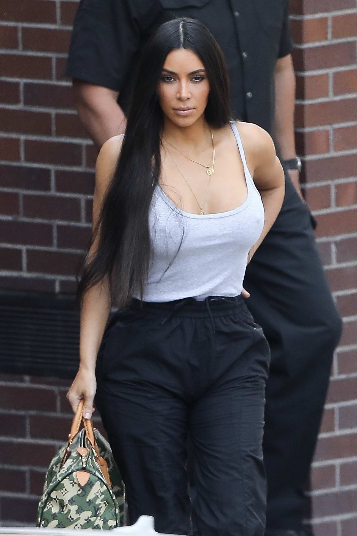 Kim Kardashian steps out to have lunch with sister Khloe in Los Angeles