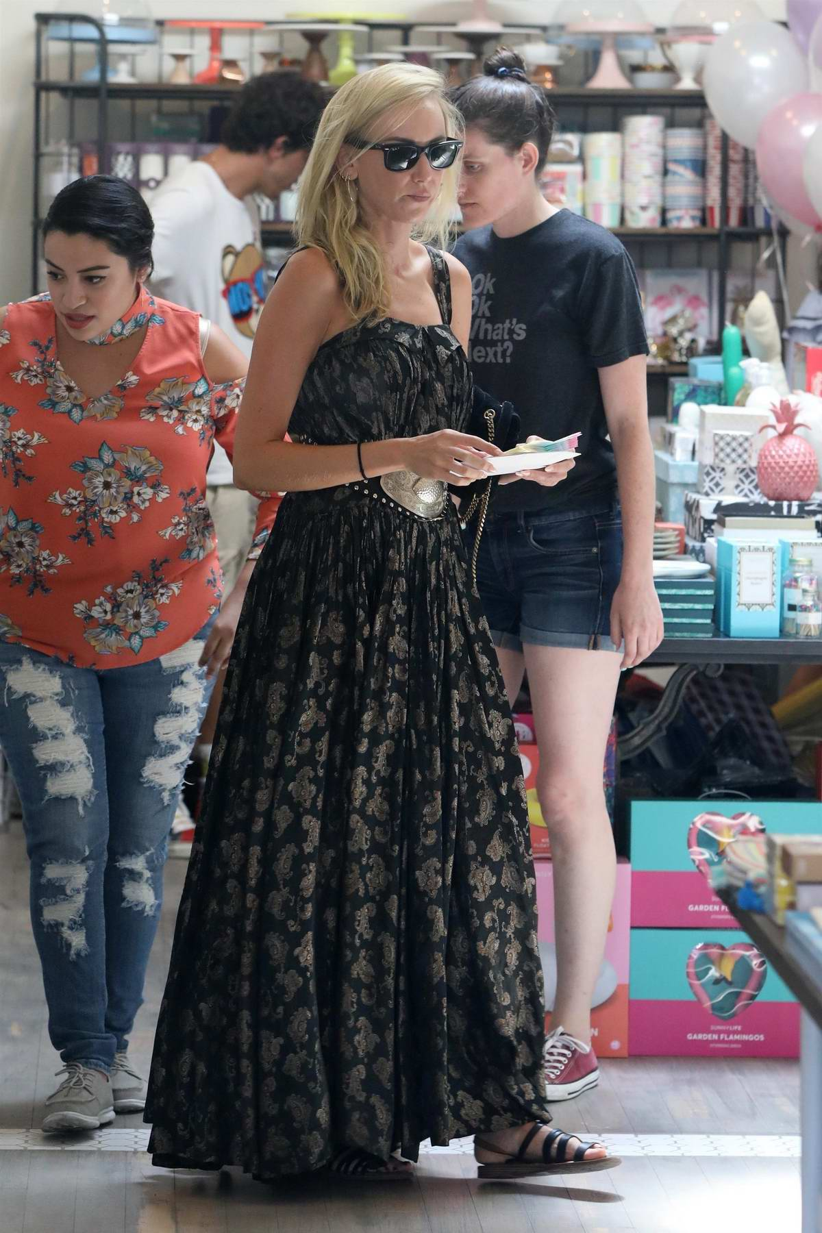 Kimberly Stewart does some shopping in Studio City, Los Angeles