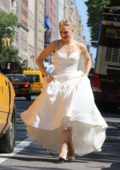 Kristen Bell is a runaway bride on the set of 'Like Father' filming in New York