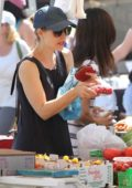 Rachel McAdams buying fruits at the local farmer's market in Studio City, Los Angeles