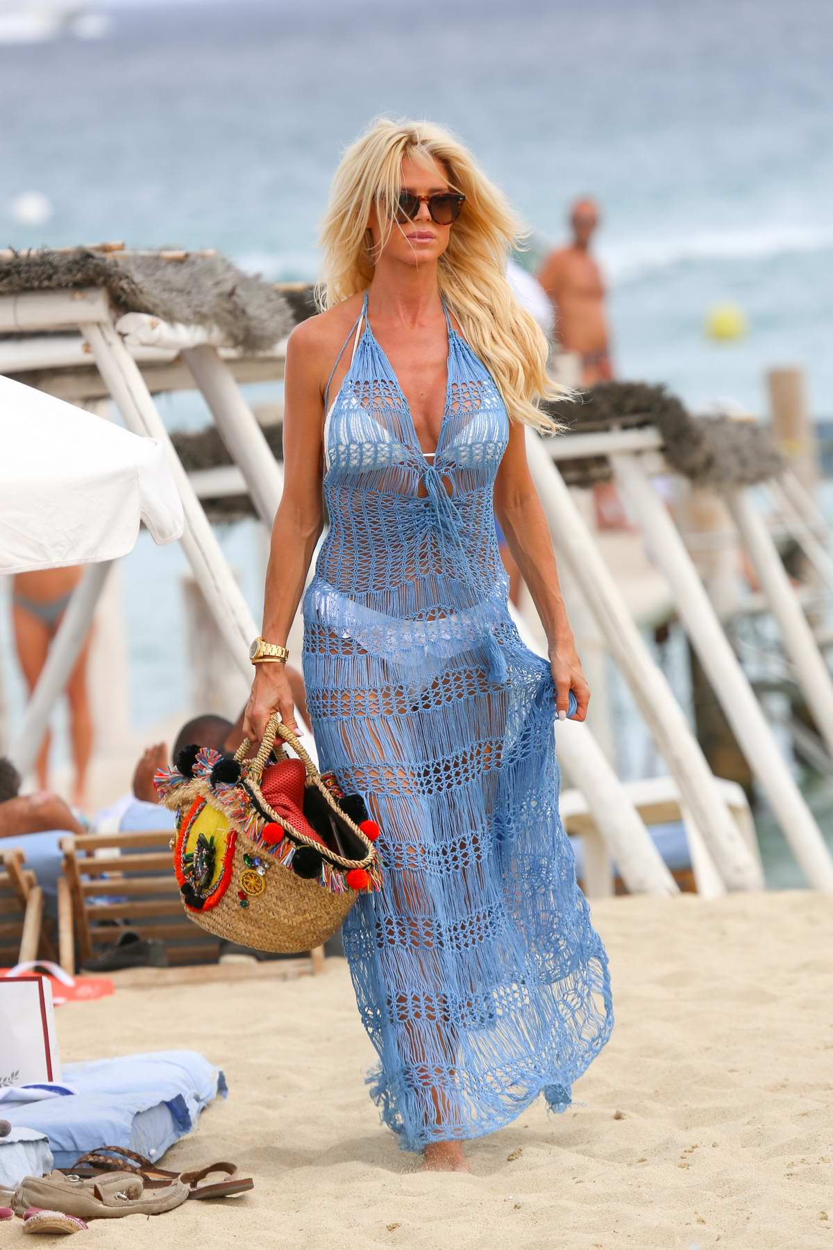 Victoria Silvstedt arrives at the Club 55 for lunch in Saint Tropez, France