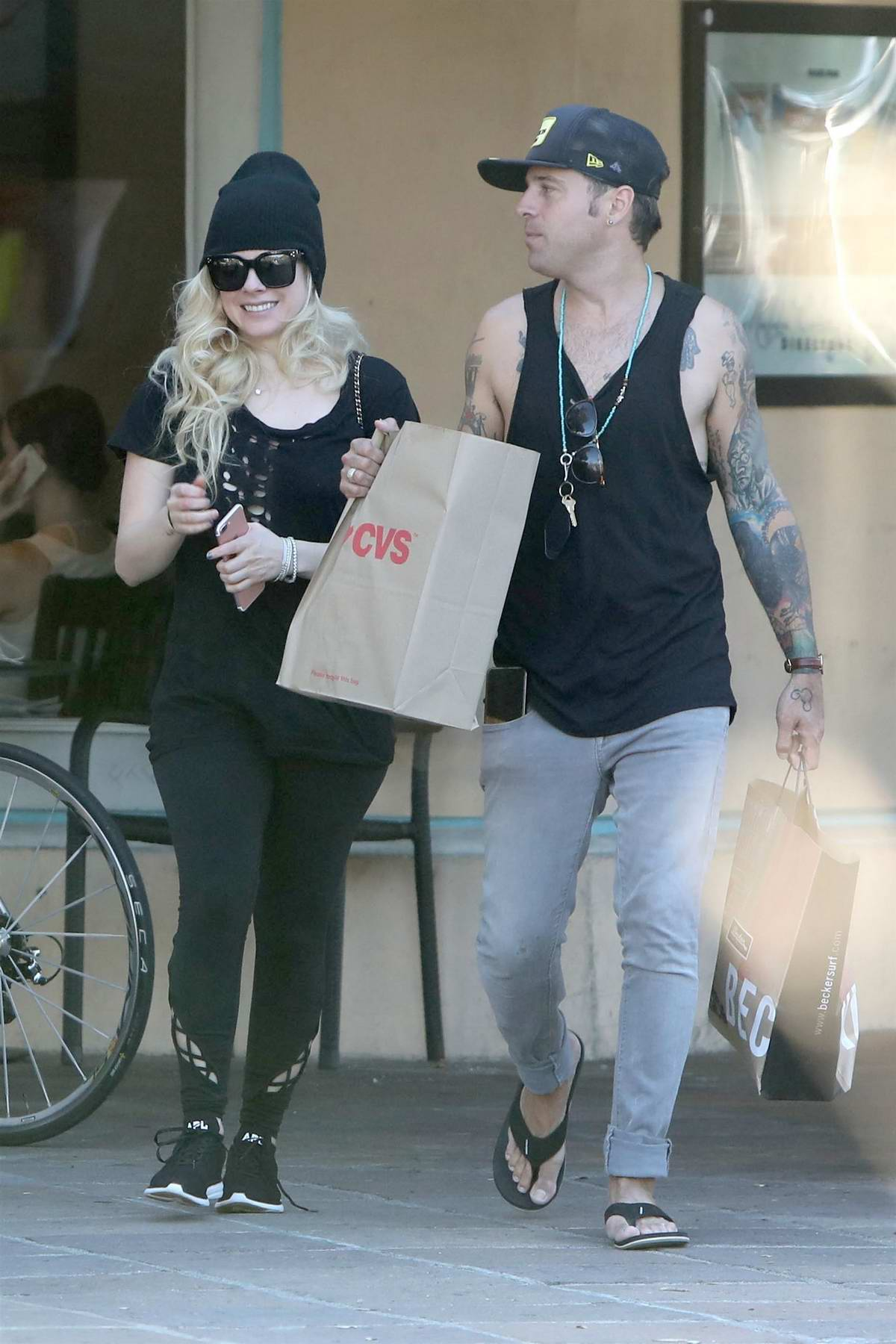 Avril Lavigne and Ryan Cabrera have a fun sunday beach day in Malibu