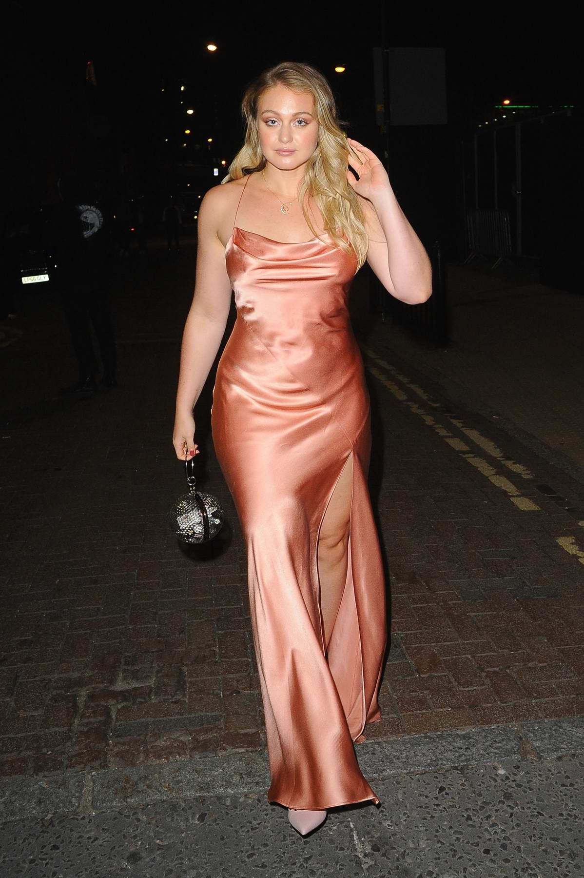 Iskra Lawrence leaving Emporio Armani Show, spring summer 2018 during London Fashion Week