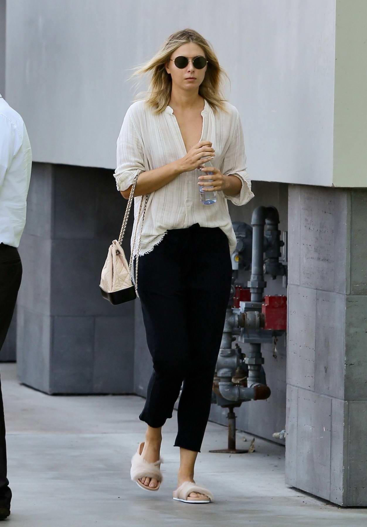 Maria Sharapova visit a nail salon in Manhattan Beach, California