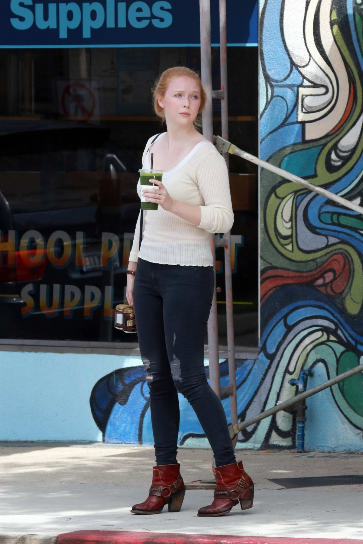 Molly Quinn out for lunch with a friend in Studio City, Los Angeles