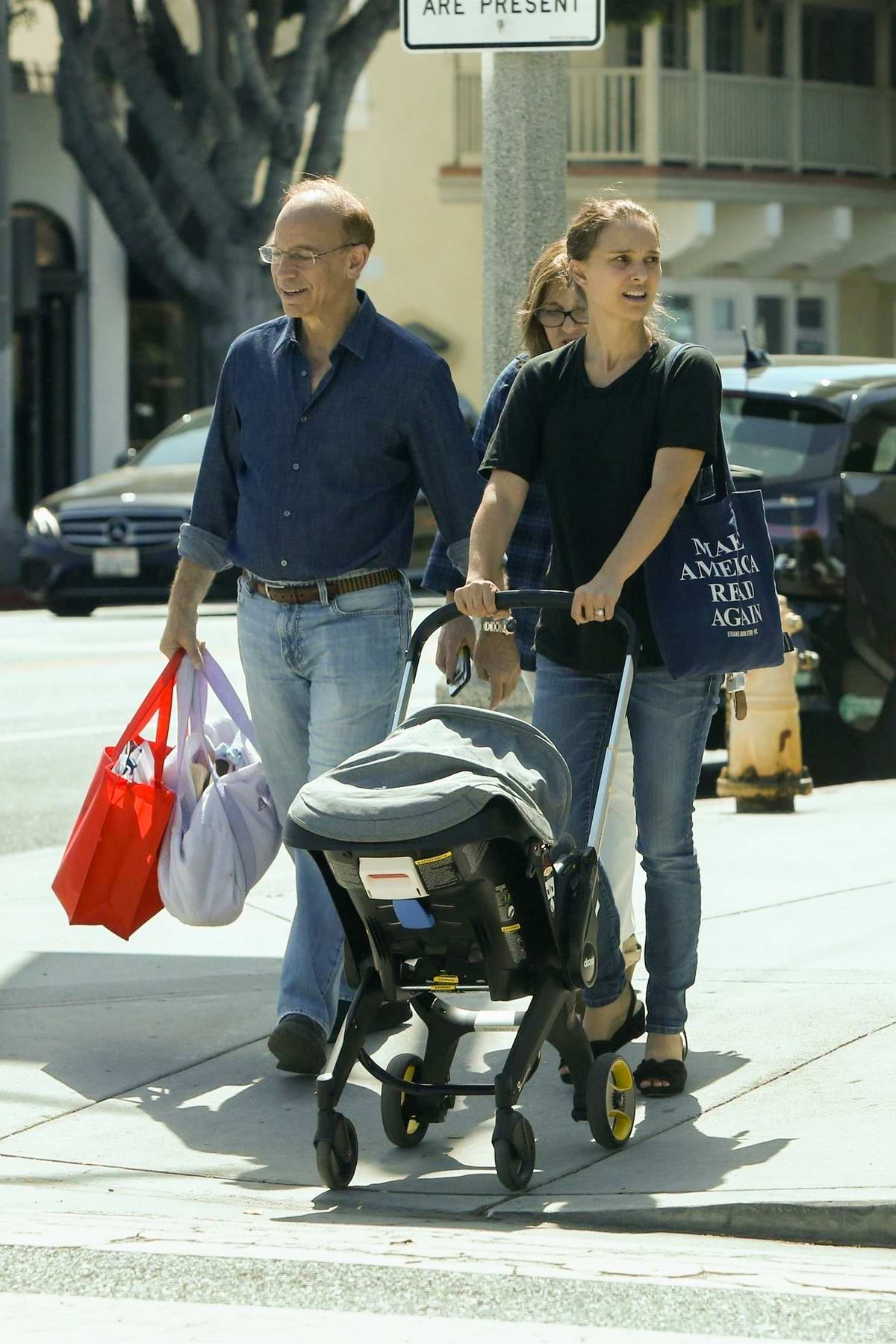Natalie Portman enjoys a day with her parents in Santa Monica, California