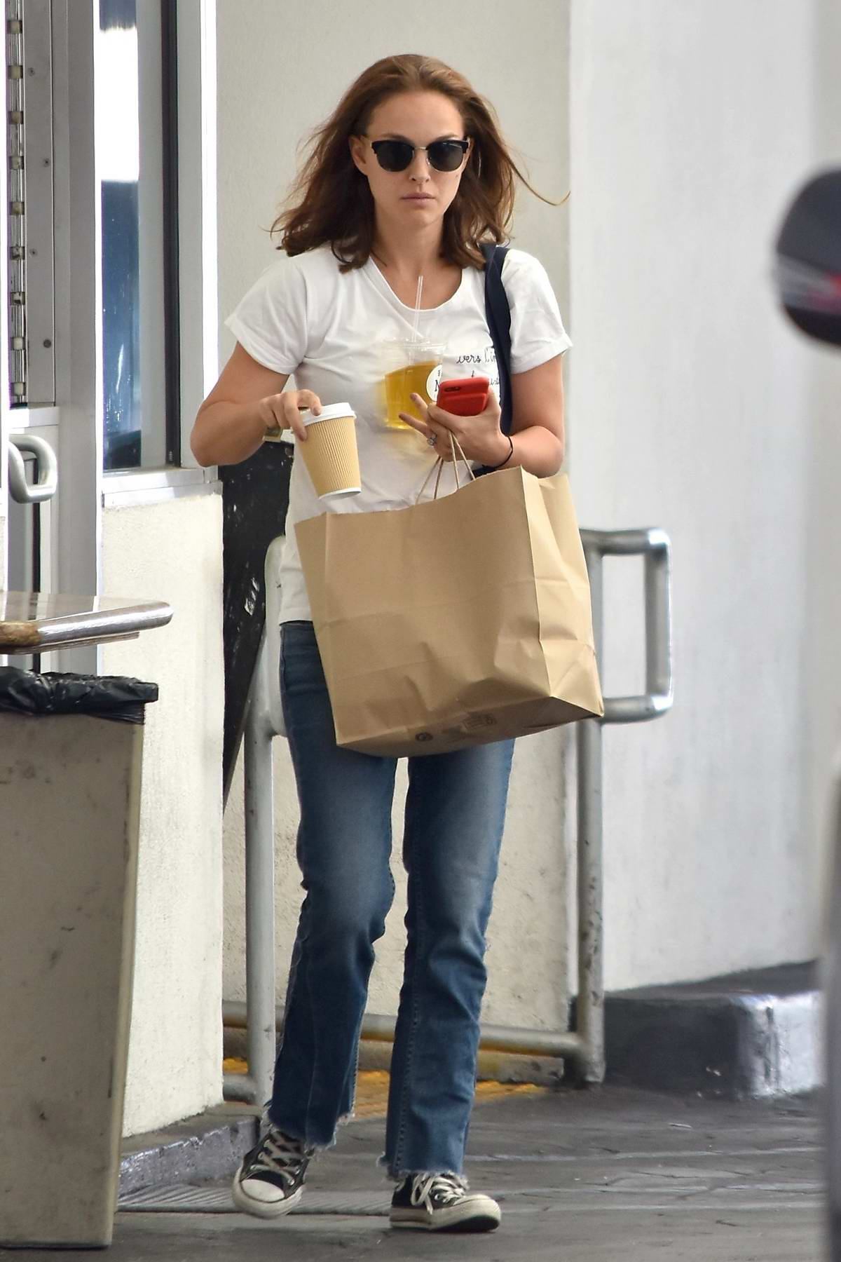 Natalie Portman grabs lunch at M Cafe in Beverly Hills, Los Angeles