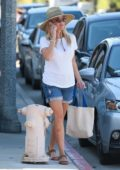 Reese Witherspoon goes shopping at Country Mart in Brentwood, Los Angeles