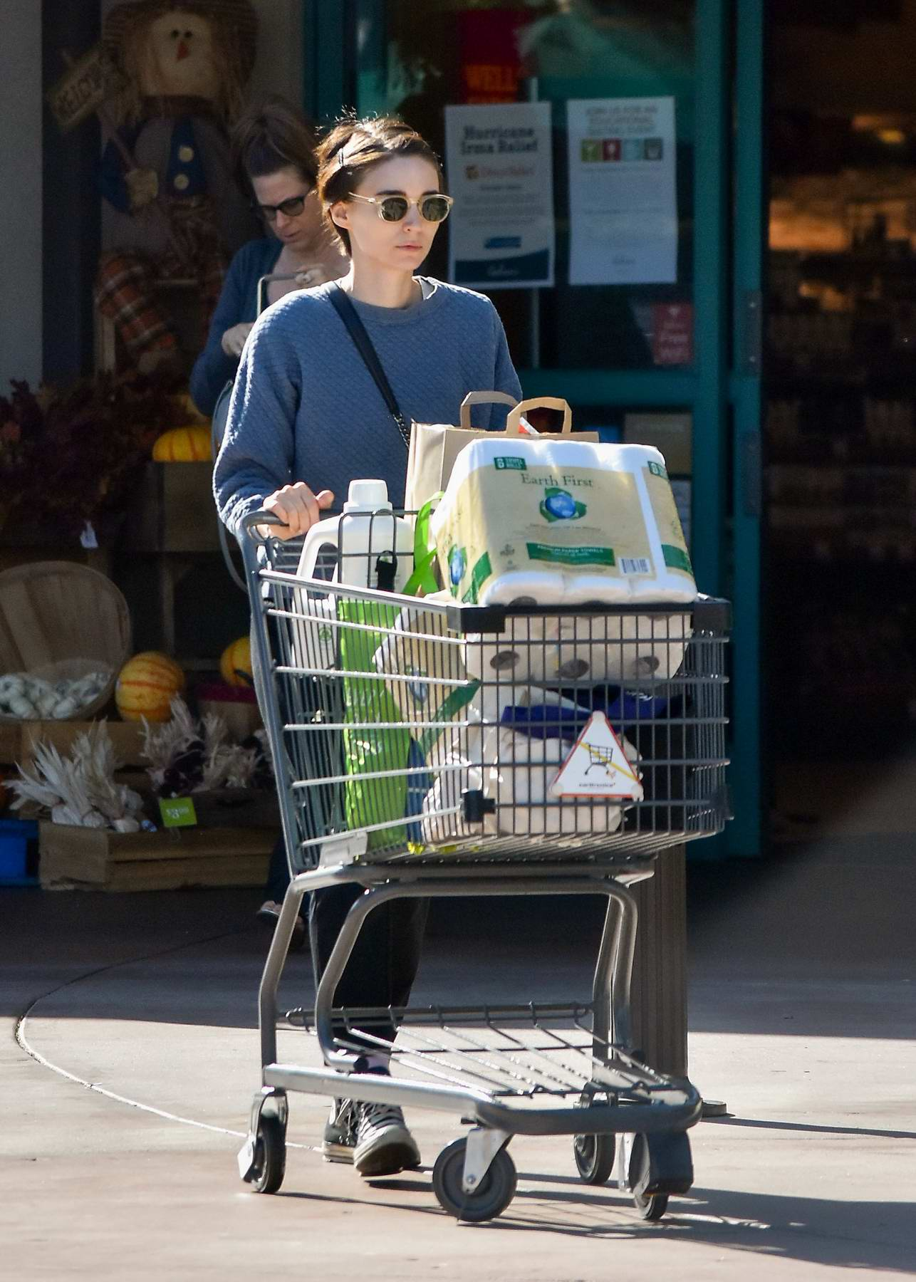 Rooney Mara is seen grocery shopping in Los Angeles