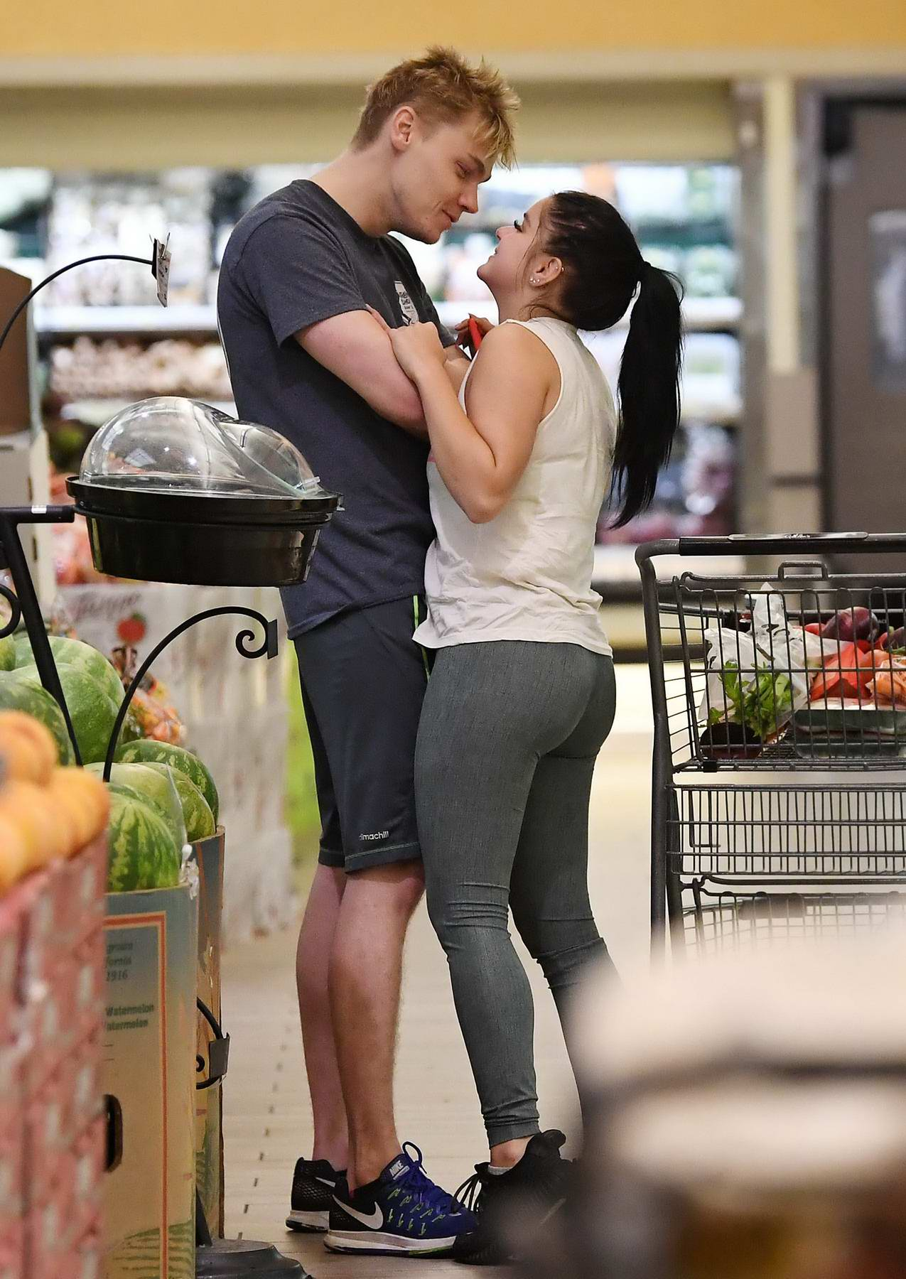 Ariel Winter and Levi Meaden gets cozy while shopping for fruits at a supermarket in Studio City, Los Angeles