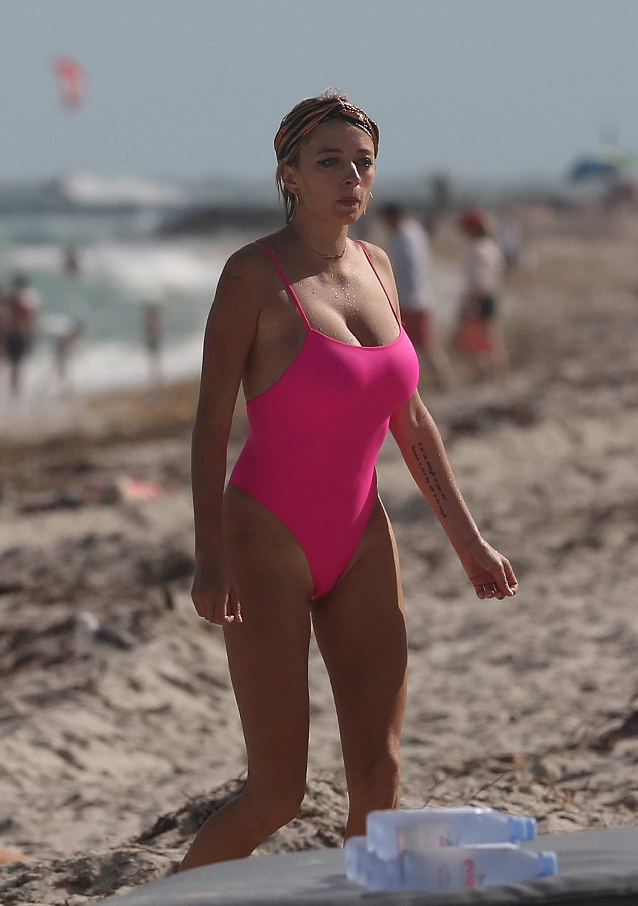 Caroline Vreeland in a pink swimsuit enjoying the ocean at Miami Beach, Florida