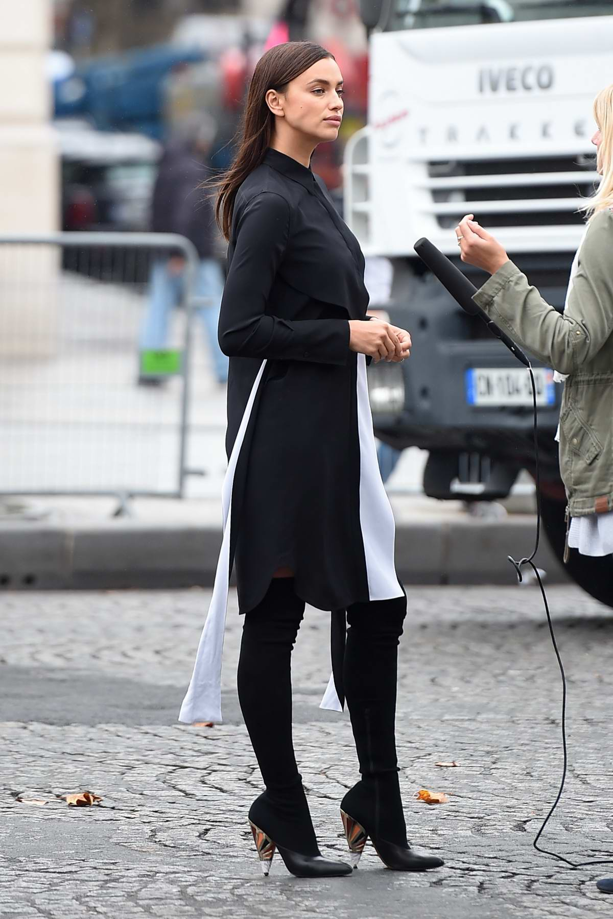 Irina Shayk arrive outside the L'Oreal show during Paris Fashion Week, France