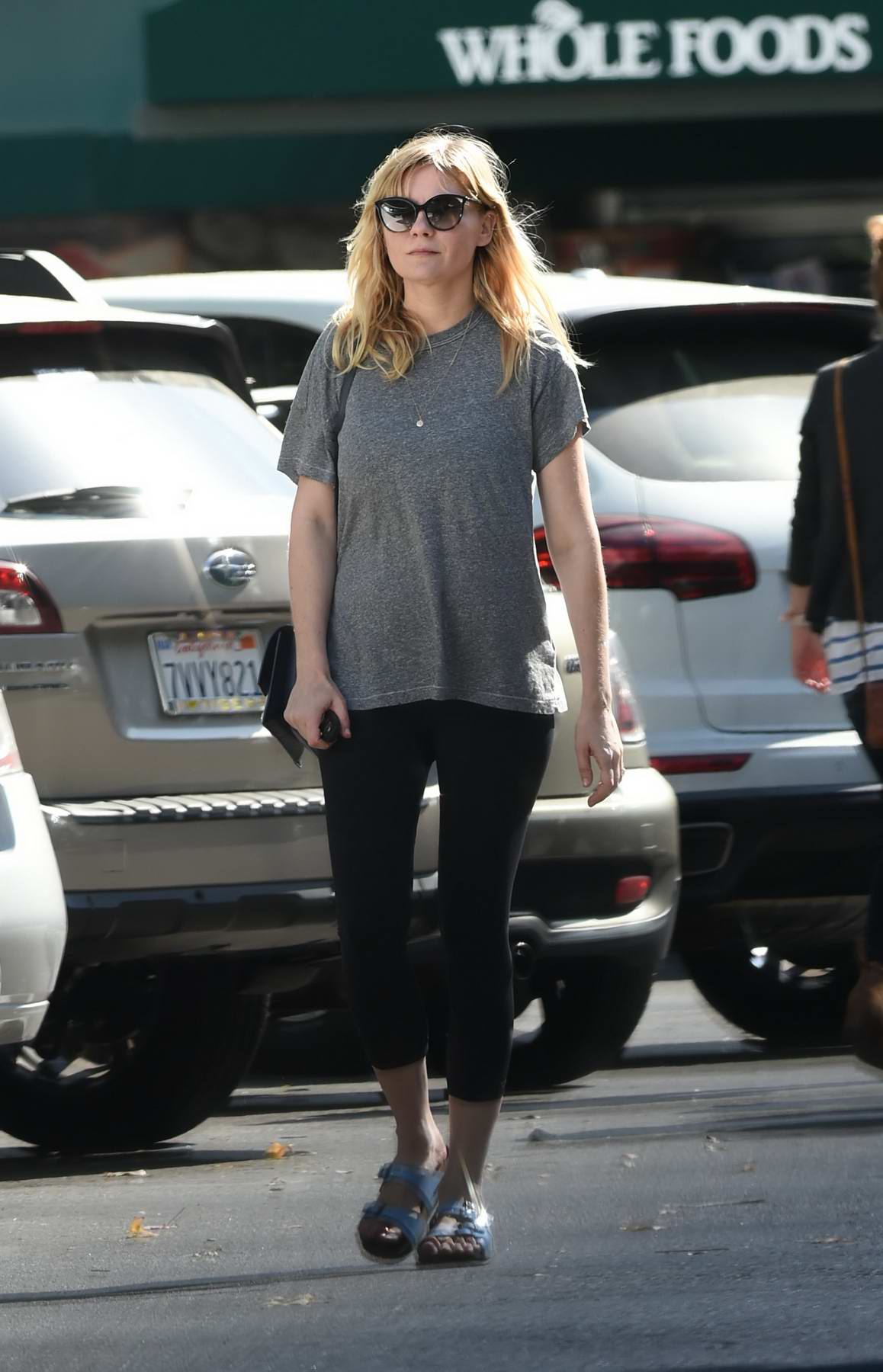 Kirsten Dunst and Jesse Plemons go grocery shopping together in Los Angeles