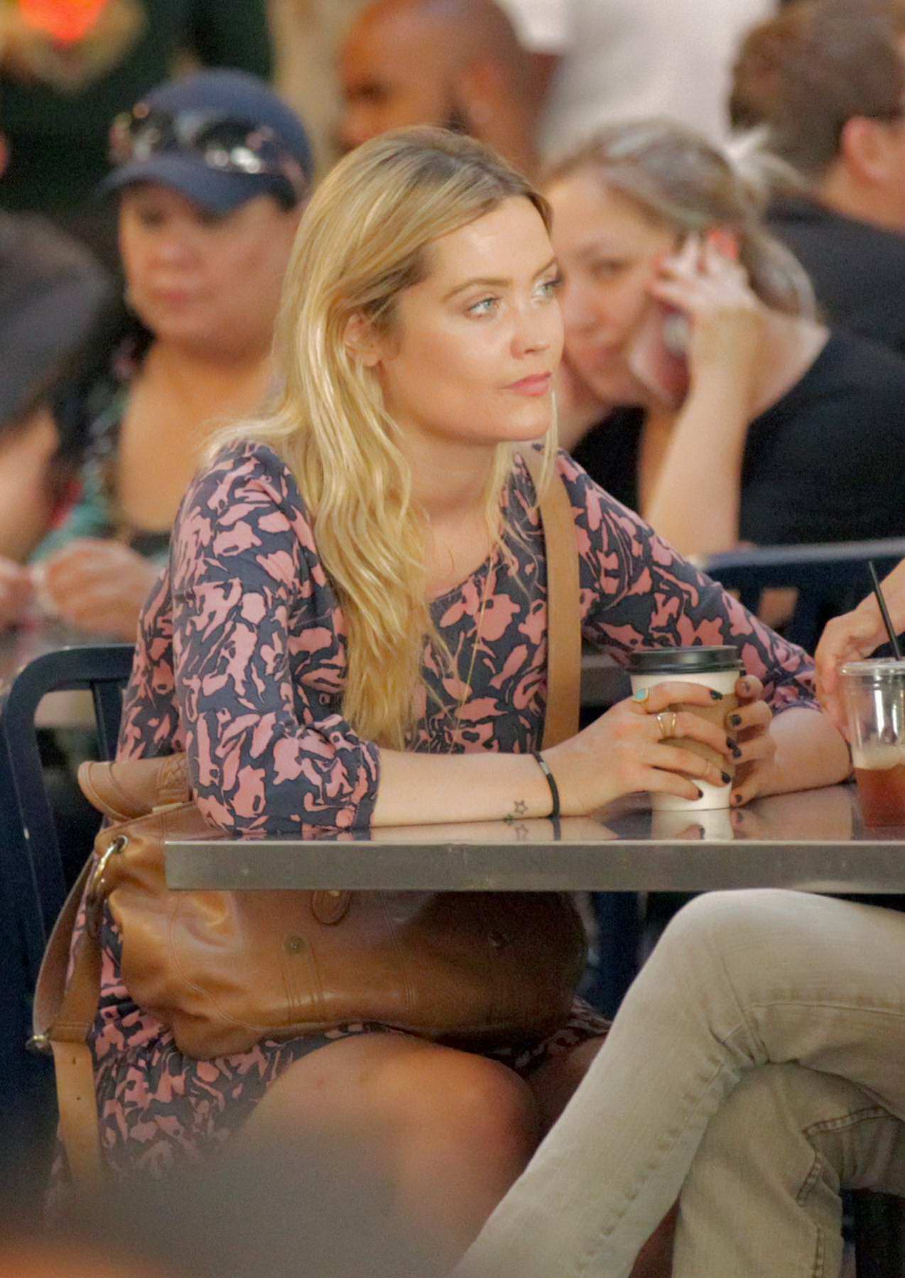 Laura Whitmore and a Mystery Man enjoy lunch at Grand Central Market in Downtown Los Angeles