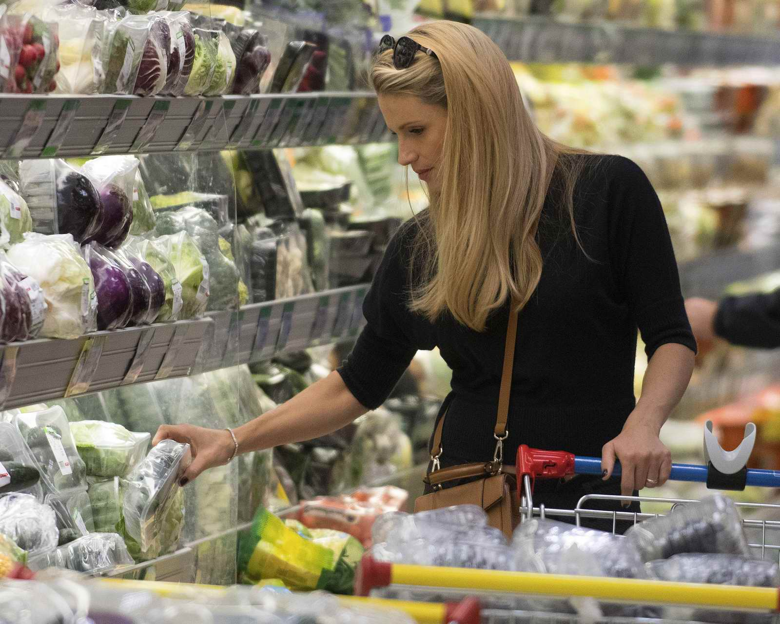 Michelle Hunziker shopping groceries at a supermarker in Milan, Italy