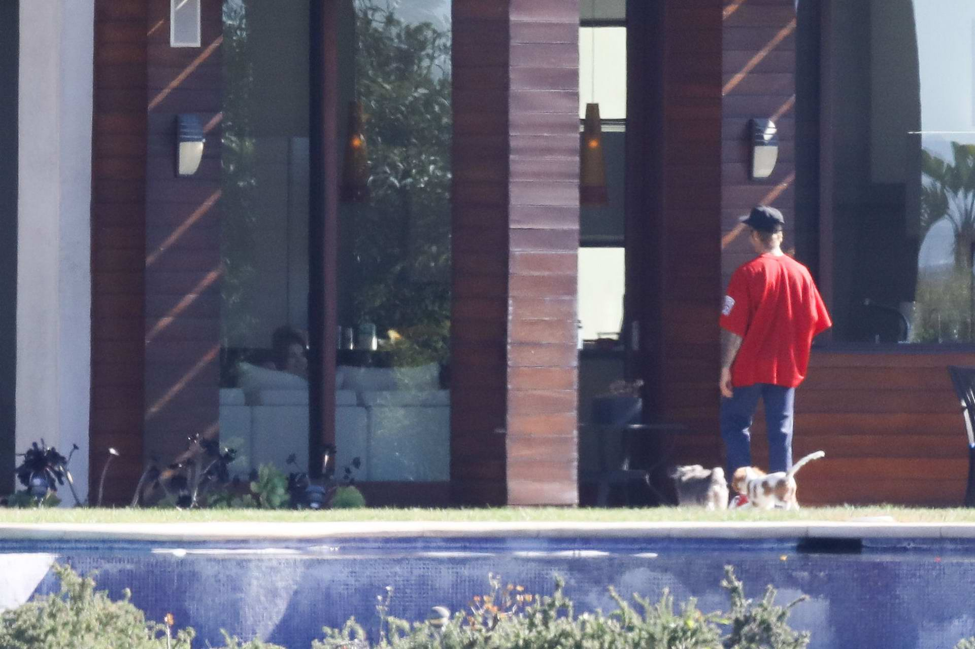 Selena Gomez spends the weekend with Justin Bieber at a rental house in Los Angeles