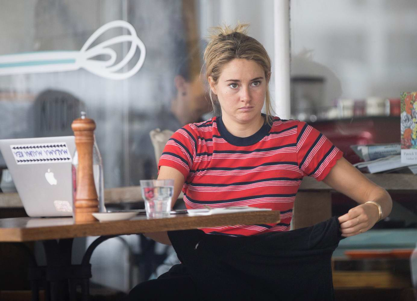 Shailene Woodley dines solo at a cafe in Auckland, New Zealand
