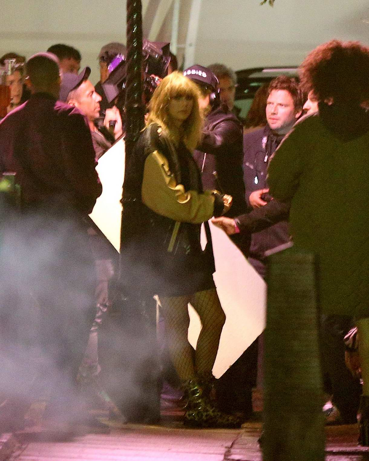 Taylor Swift films her new music video in London