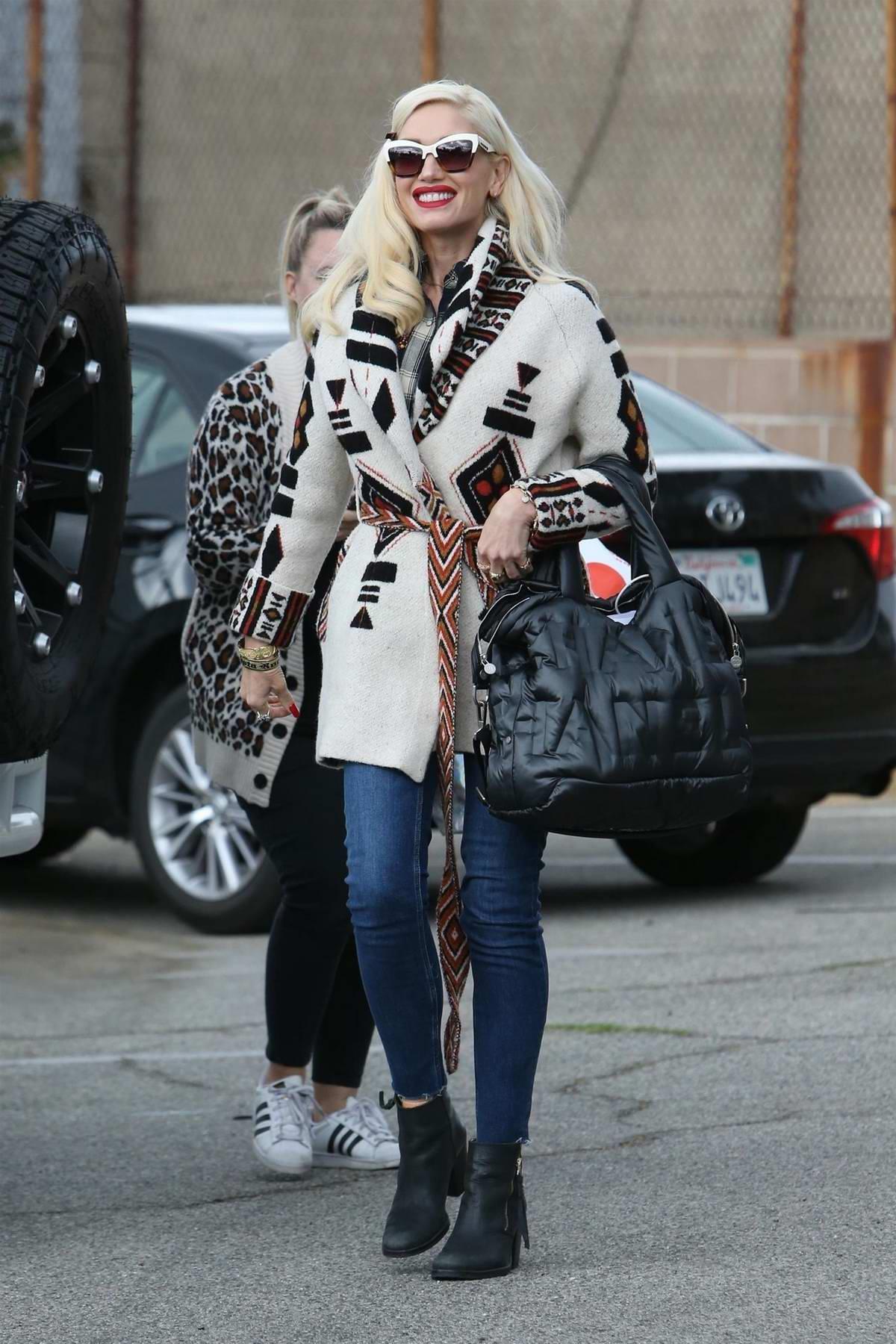 Gwen Stefani heads into a dance studio in Los Angeles