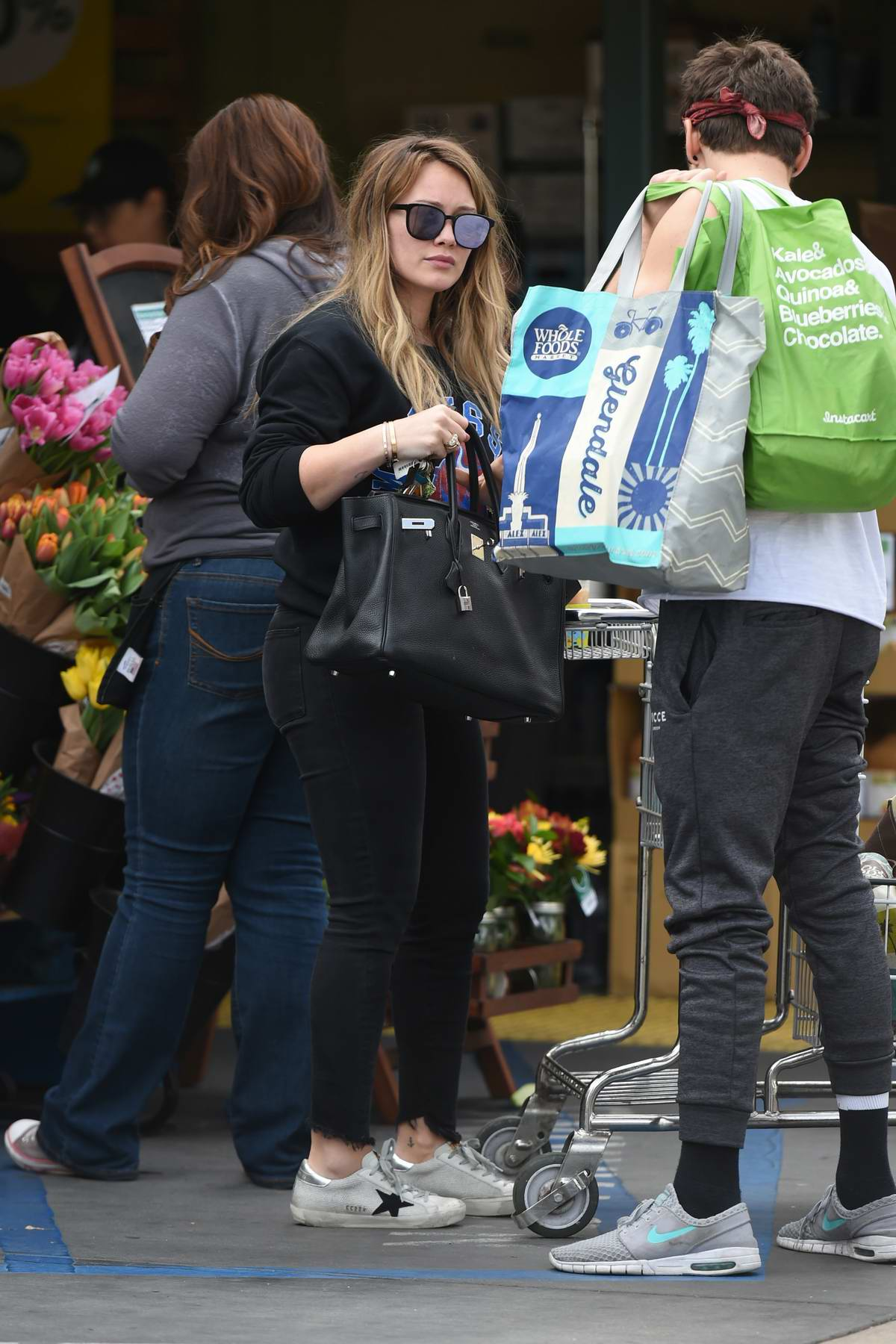 Hilary Duff and Matthew Koma do their grocery shopping in Los Angeles