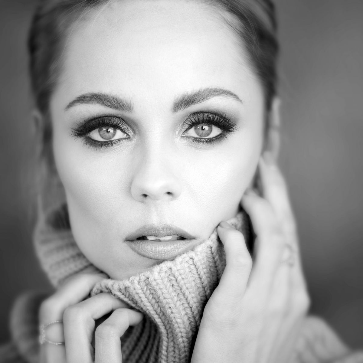 Laura Vandervoort featuring in Pulse Spikes Magazine - October 2017