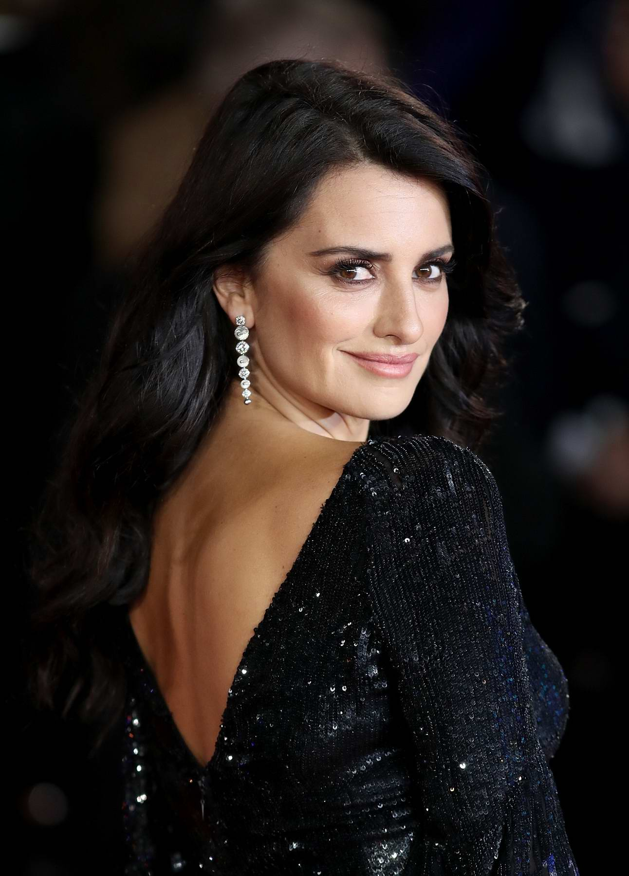 Penelope Cruz attends the premiere of 'Murder on the Orient Express' in London