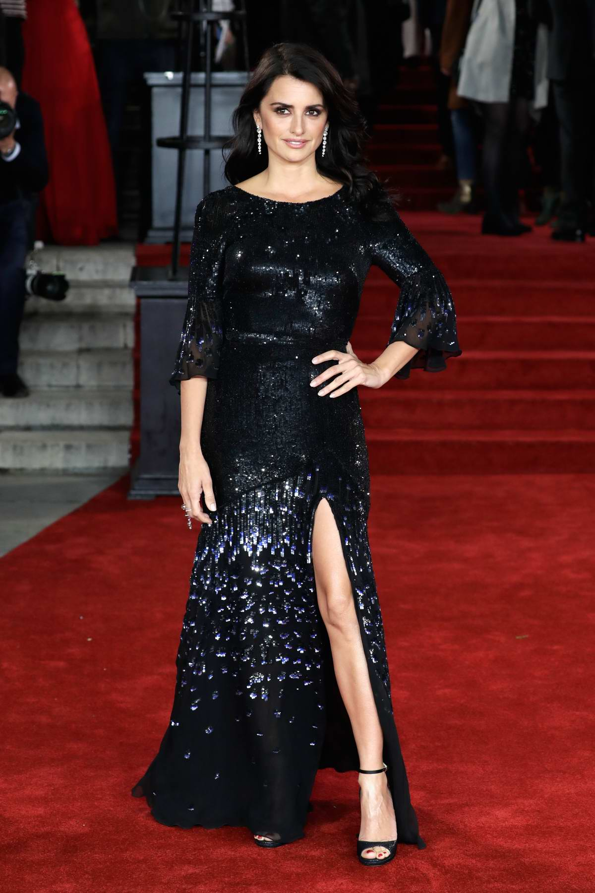 penelope cruz attends the premiere of 'murder on the ...