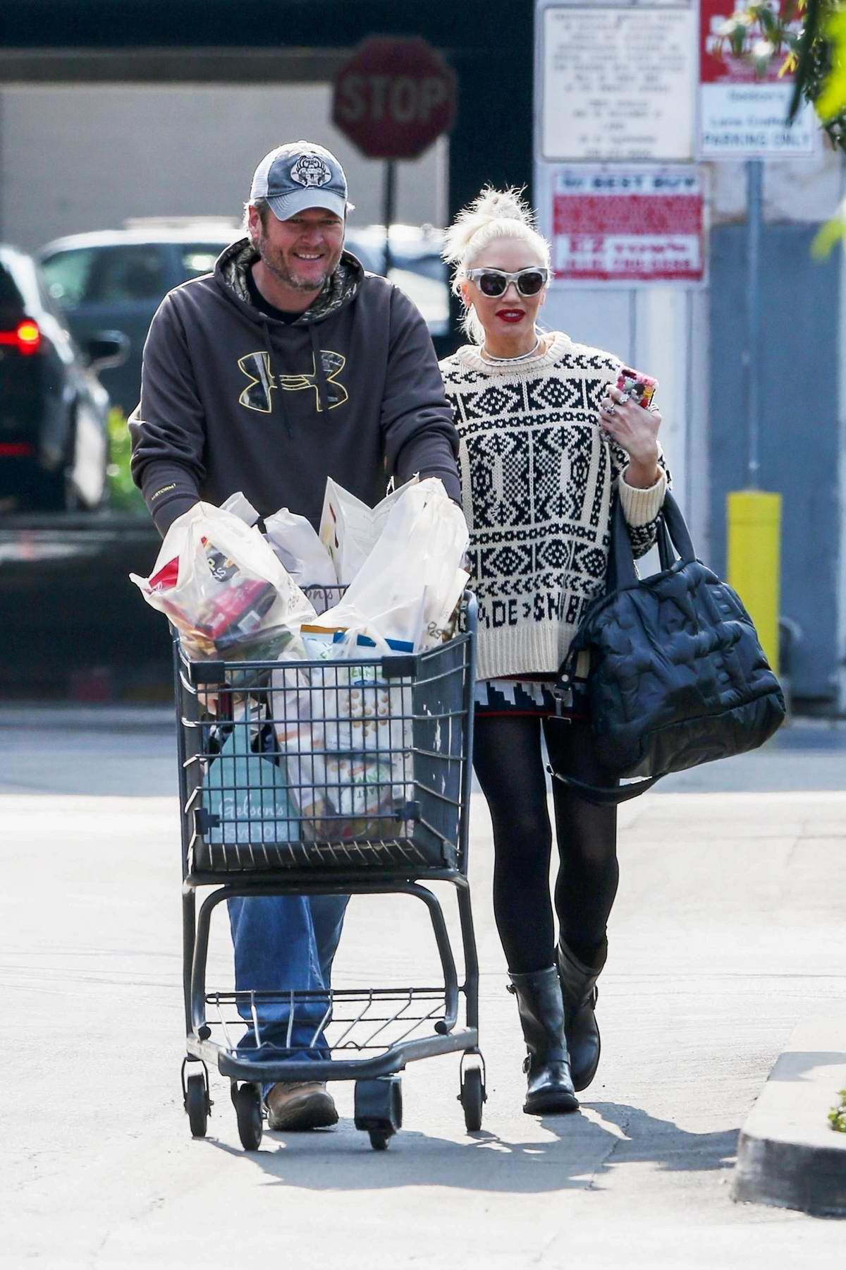 Gwen Stefani and Blake Shelton shopping some groceries at Gelson's Supermarket in Los Angeles