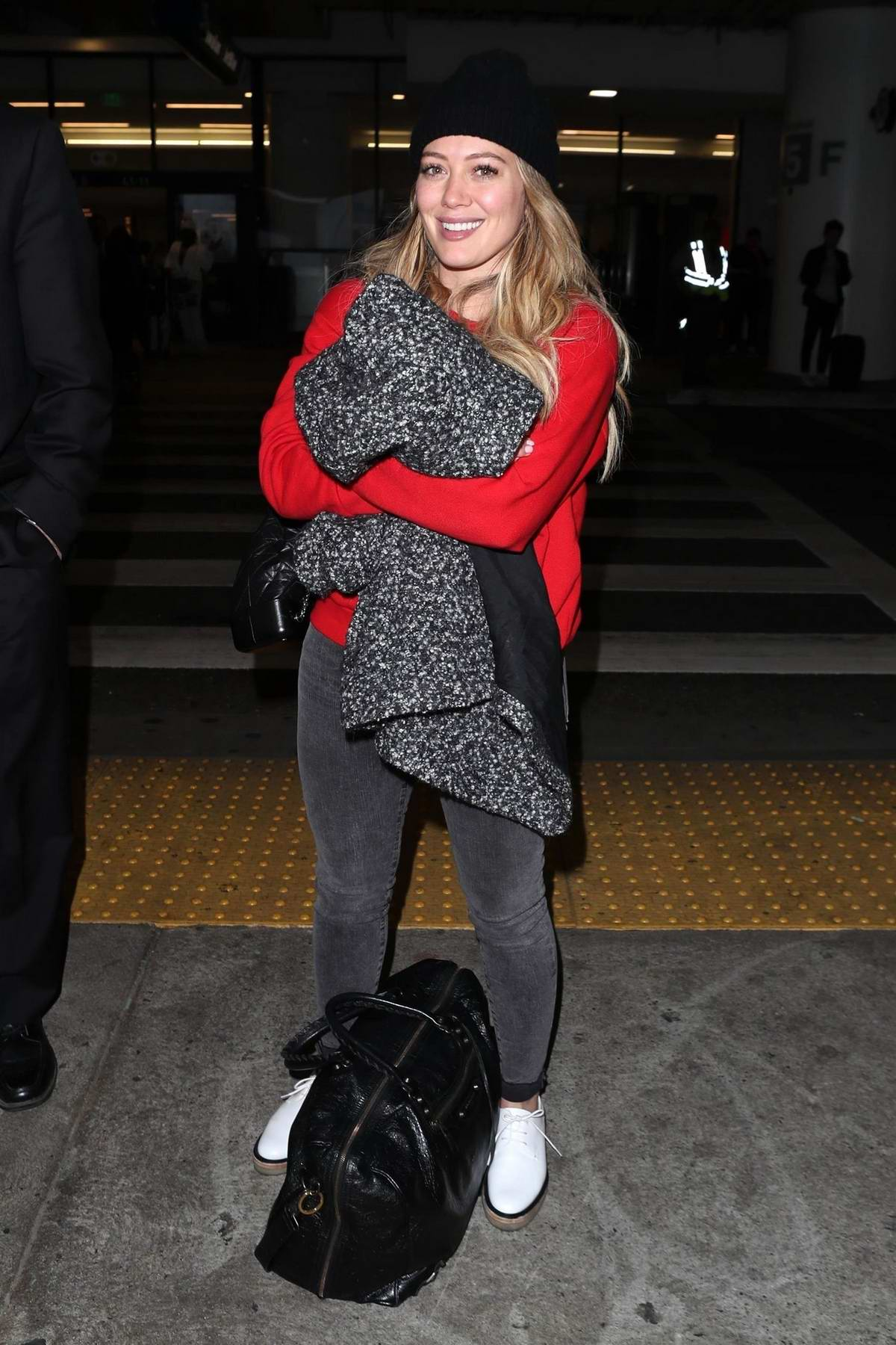 Hilary Duff and Matthew Coma arrives back to Los Angeles after their New York trip