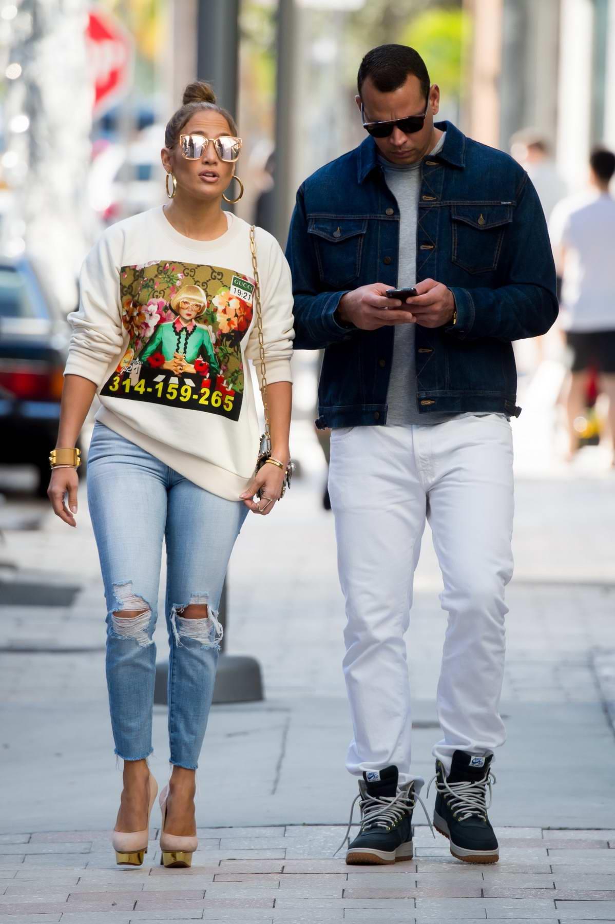 Jennifer Lopez and Alex Rodriguez enjoy last minute Christmas shopping in Miami, Florida