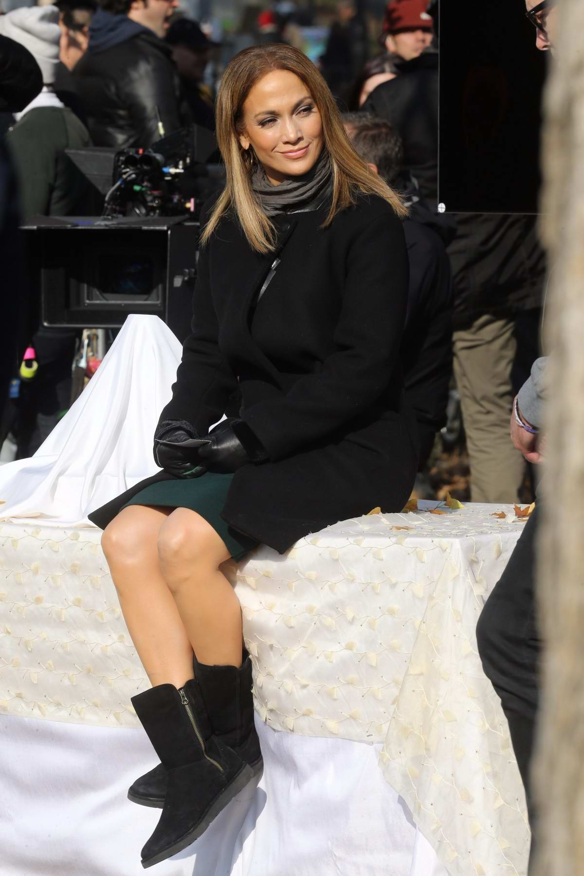 Jennifer Lopez relaxing in between takes while filming 'Second Act' in Central Park, New York City
